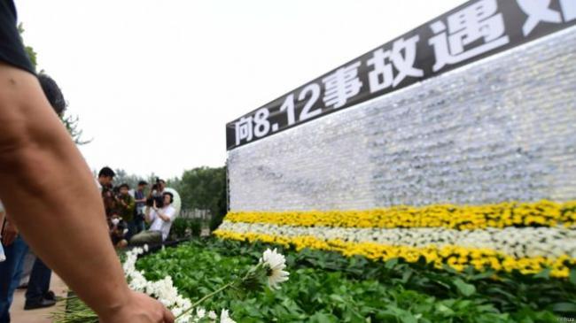 150818025209_tianjin_mourning_976x549_xinhua.jpg