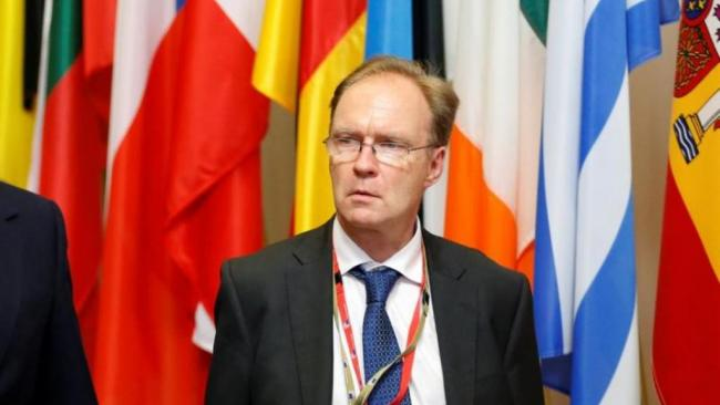 979972-britain-s-ambassador-to-the-european-union-ivan-rogers-is-pictured-leaving-the-eu-summit-in-brussels_0.jpg