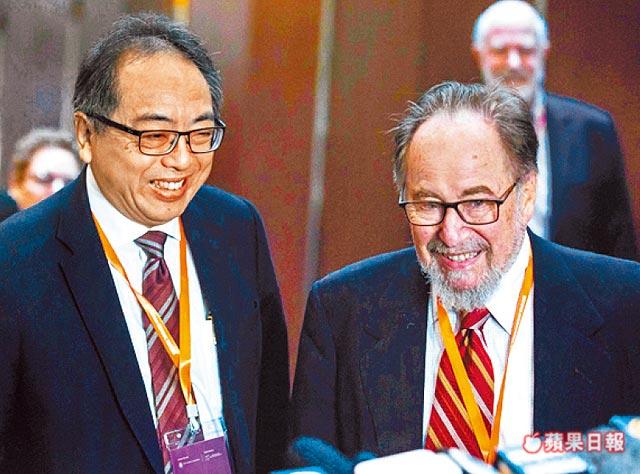 诺贝尔生医奖得主巴尔蒂摩(右)、香港科学院院长徐立之(左)皆抨击贺建奎的实验。 法新社