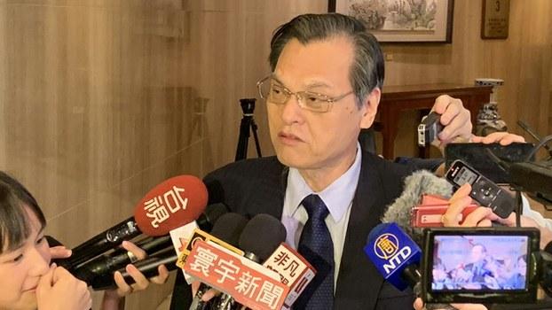 台湾的陆委会主委陈明通表示,两岸交流不该有政治前提。(记者 黄春梅摄)