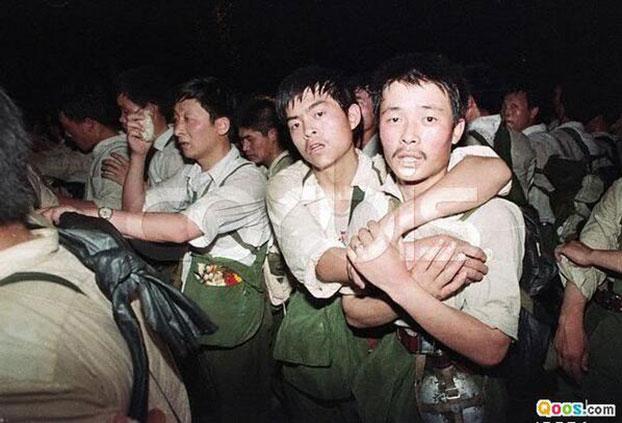 19890602_armyPusingIn.jpg