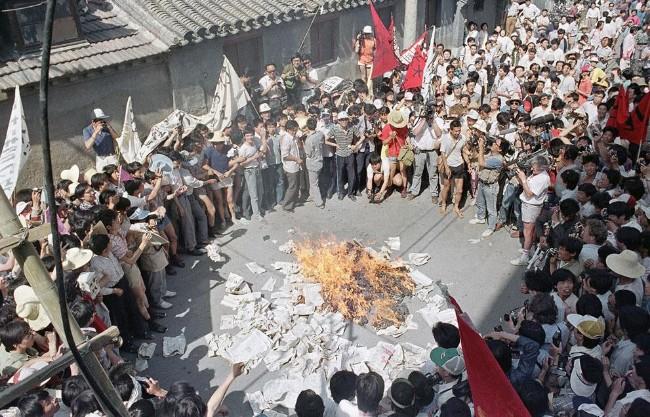 19890602_burningBeijingDaily.jpg