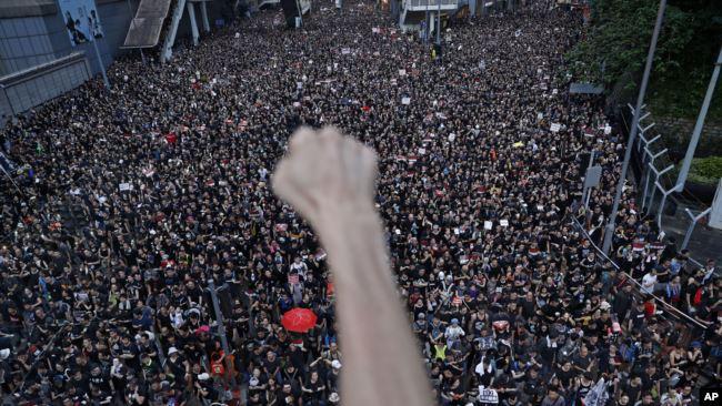 """香港民众6月16日据称有两百万人参加了""""反送中""""大游行。"""