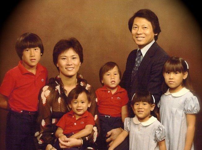 朱浩伟是五位兄弟姐妹中的老幺。(网络图片)