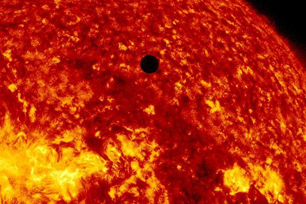 Venus-Transit-Across-The-Sun-GettyImages-145776290-600x400.jpg