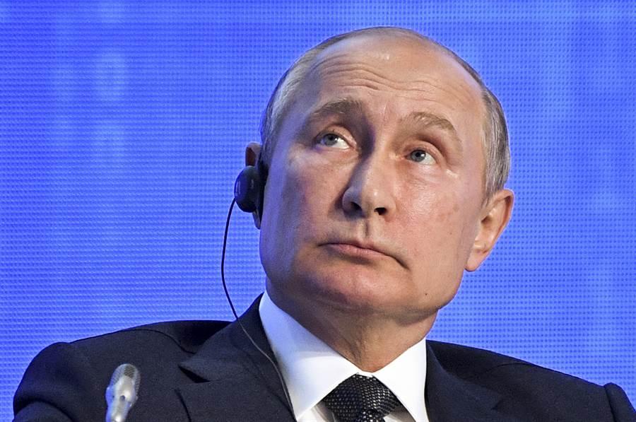俄罗斯总统普丁在2019俄罗斯能源周论坛上被问到是否可能再干预美国明年大选时,开玩笑表示「你别跟别人说喔,2020年我们干预定了」,引发哄堂大笑。