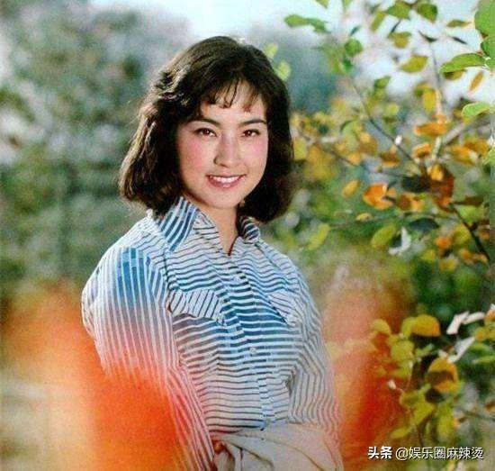 """真相了!刘晓庆金鸡百花红毯生图,身材臃肿脸上皮肤显""""老态"""""""