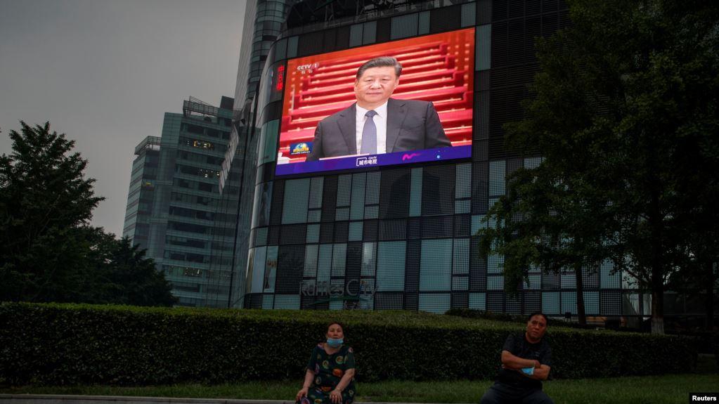 中国一百货店的电视屏幕显示中国国家主席习近平5月21日出席中国人民政治协商会议全国委员会(简称全国政协)会议开幕式。