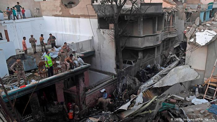 Pakistan Flugzeugabsturz in Wohnhäuser in Karatchi (Getty Images/AFP/A. Hassan)