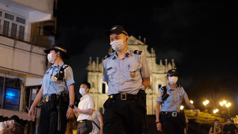 2020年6月4日,警察在往年举行烛光晚会的议事亭前地,展开清场行动。(崔子钊独家提供)