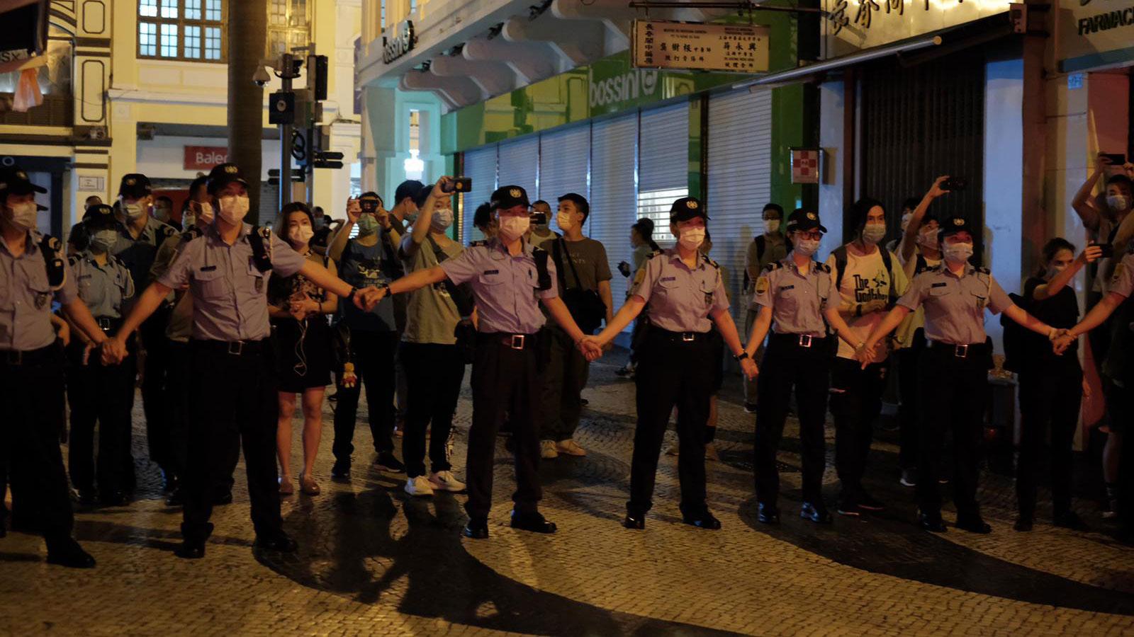 2020年6月4日,为防止民众公开悼念六四,澳门警察严阵以待。(崔子钊独家提供)