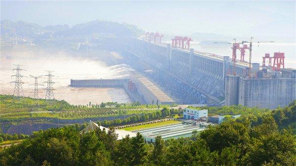 2015年9月16日,李克强签署国务院令,公布了《长江三峡水利枢纽安全保卫条例》。