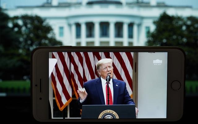 美国总统特朗普在白宫发表视频讲话。新华社资料图