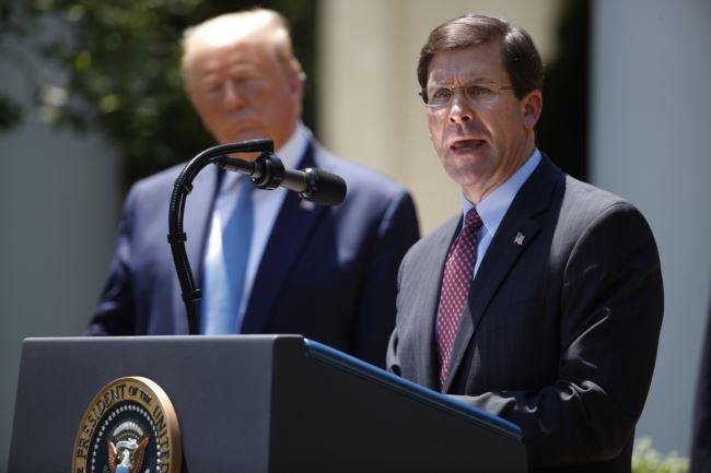 美国国防部长埃斯珀5月15日在白宫参加特朗普总统召开的记者会。