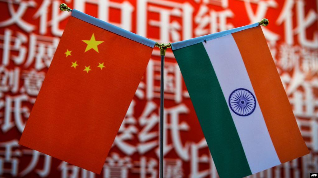 (资料照)印度和中国国旗
