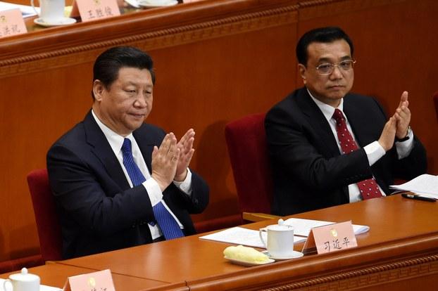 图为中国国家主席习近平和总理李克强在中国两会开幕会上。(AFP)