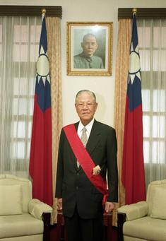 235px-President_Lee_teng_hui.png