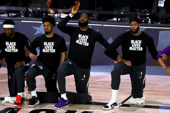 """川普:NBA下跪抗议是""""辱美"""" 湖人球星回应"""
