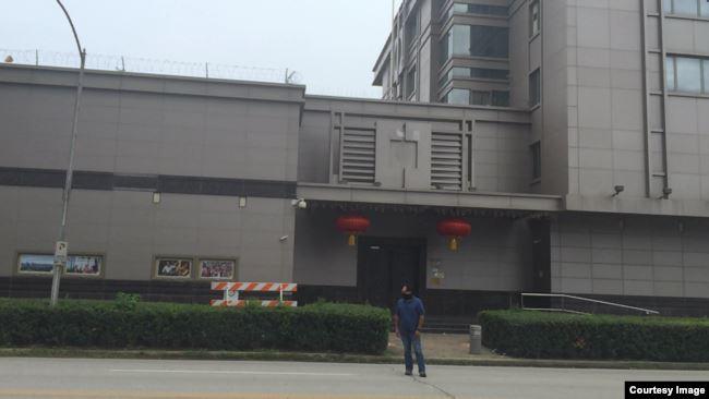 中国驻休斯顿总领事馆降下中国国旗卸下国徽