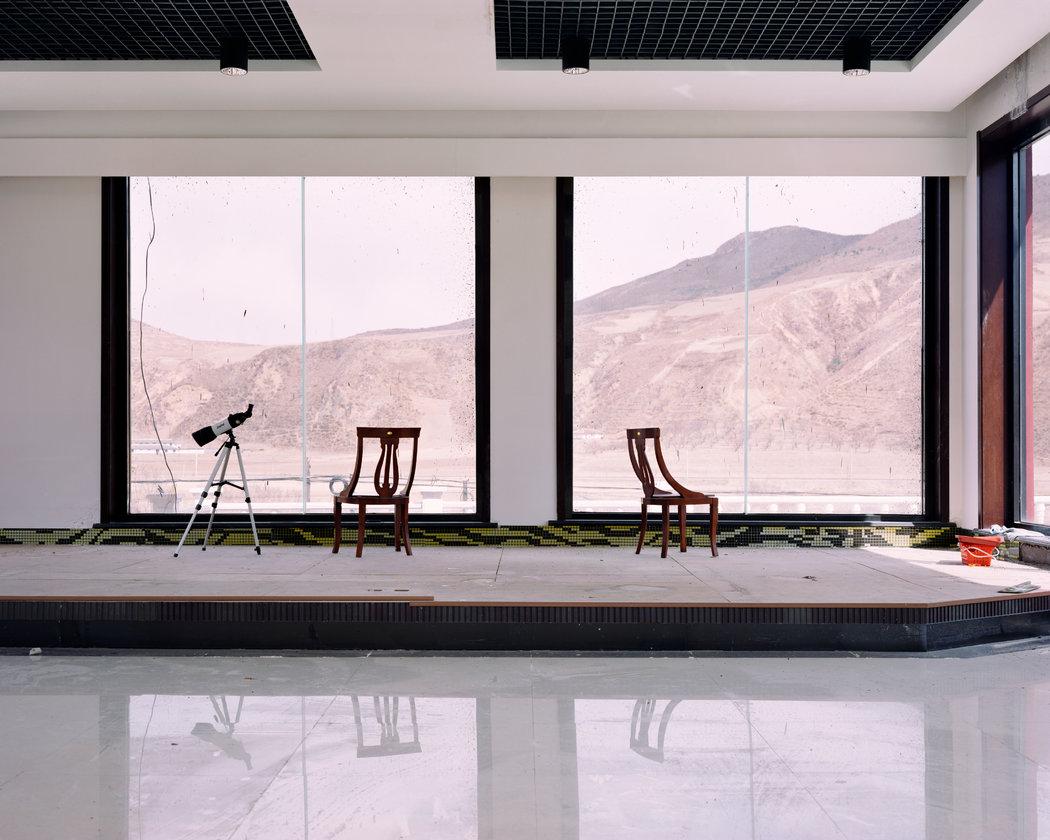 2017年2月,与朝鲜接壤的吉林省龙井市,一家酒店提供了可以用来观察朝鲜的望远镜。