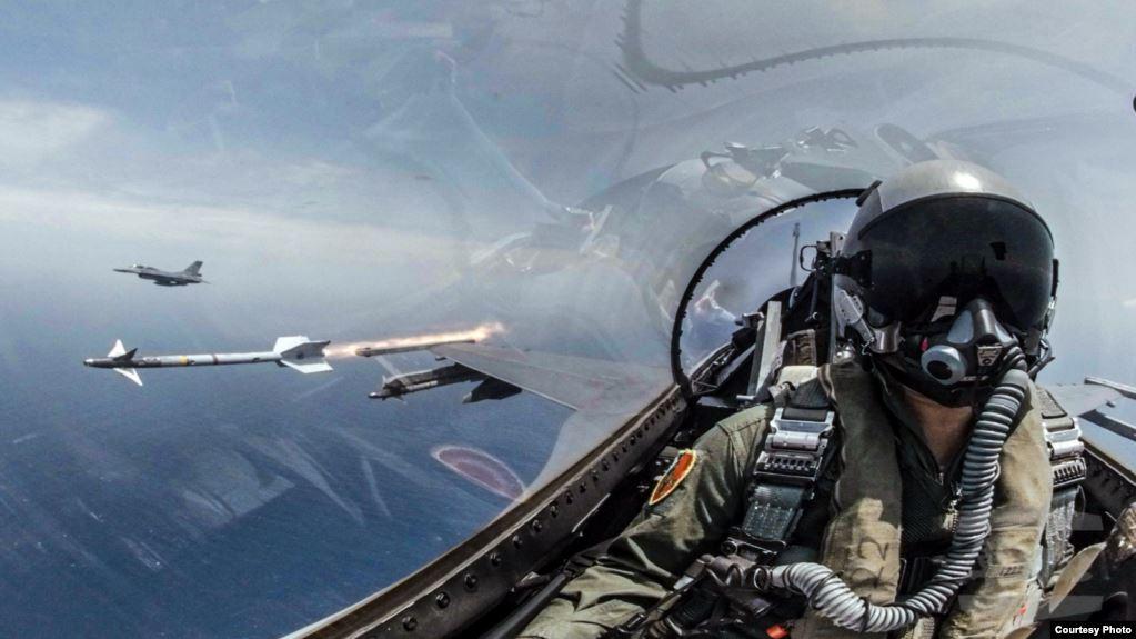2019å1′5月22æ—¥台æ1¾æμ·ç©o联合操演,F-16战æœo发射响尾蛇åˉ¼å¼1,射击模拟目标。