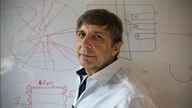 颁奖人是2010年诺贝尔物理奖得主安德烈·海姆(Andre Geim)