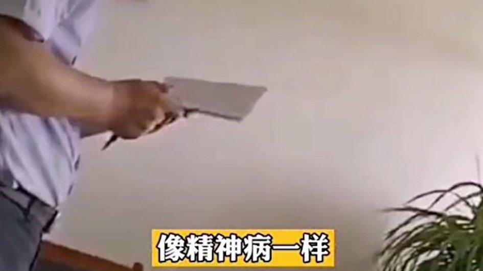 辱骂+扇耳光!山东官员粗暴对待下属视频疯传
