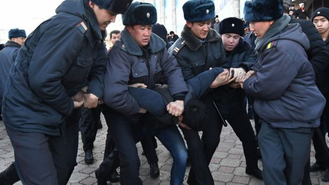 法新社报道,当地警方在示威期间拘捕21人。