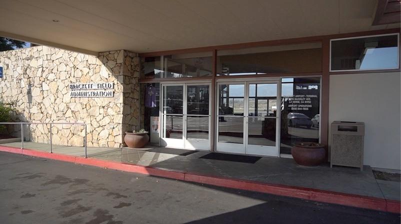 南加州有很多小型机场,无须经过安检及关口,直接可以上机。
