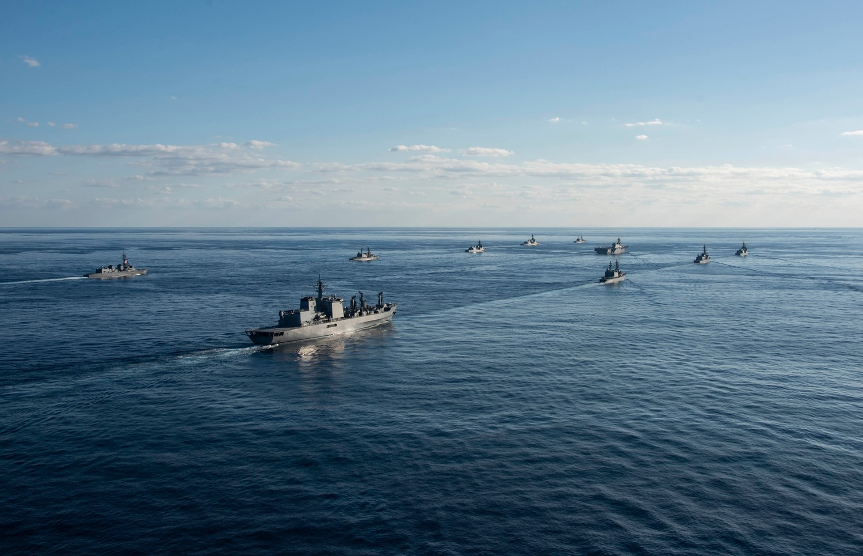 美軍除了雷根號航母打擊群外,還投入阿希蘭號(USS Ashland )登陸艦。圖:翻攝自USS Ronald Reagan臉書