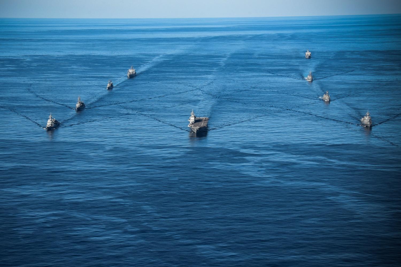日本自衛隊參謀長山崎幸二指出,日本周邊的安全日益嚴峻,此次軍演將展現日美同盟的力量。圖:翻攝自USS Ronald Reagan臉書