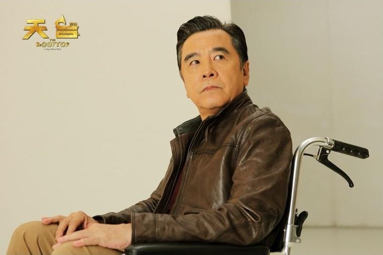 姜大卫在《天台》演出周杰伦角色的老年版。剧照