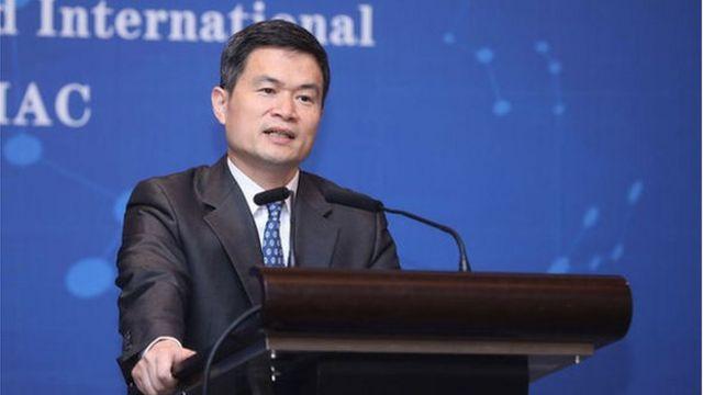 中国证监会副主席方星海说,外部金融压力令人民币国际化成为更迫切的课题,今后十年应该加快推进人民币国际化