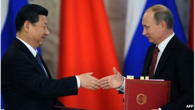 Vladimir Putin (R) and Xi Jinping (L) attend the opening ceremony of