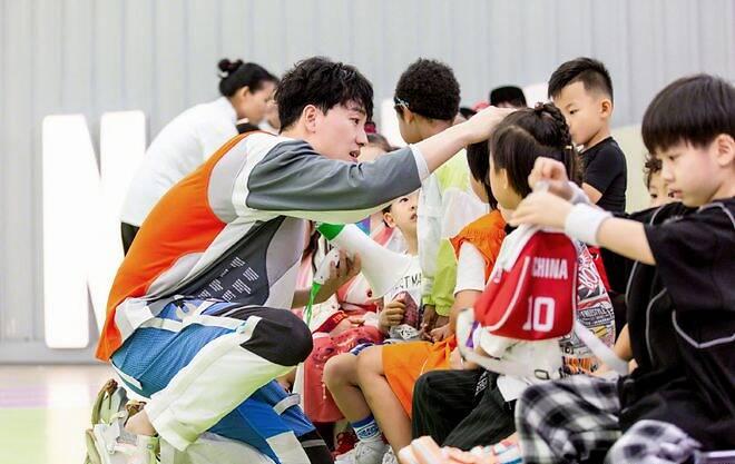 刘翔参加《小巨人运动会》