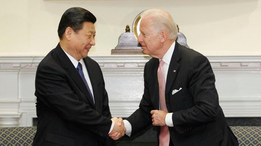 2012年2月14日,时任副总统拜登在白宫会见时任中共国家副主席的习近平。(AP)