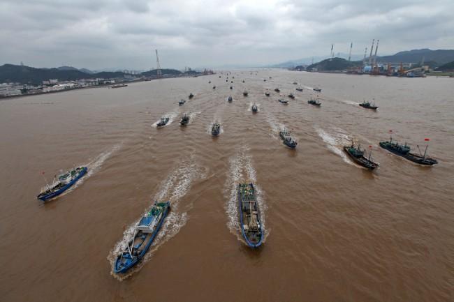 从浙江台州港出海的中国渔船队.jpg