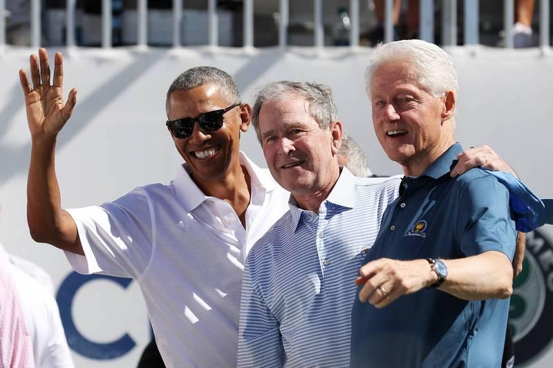 美国前总统欧巴马(Barack Obama,图左)、小布希(George W. Bush,图中)、柯林顿(Bill Clinton,图右)2日宣布,一旦武汉肺炎的疫苗通过美国食品暨药物管理局(FDA)批准,3人愿意在镜头前公开施打疫苗。(美联社资料照)