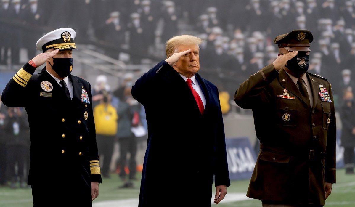 美國總統川普任內第三度現身西點軍校觀看美式足球比賽。圖:翻攝自伊凡卡 Parler