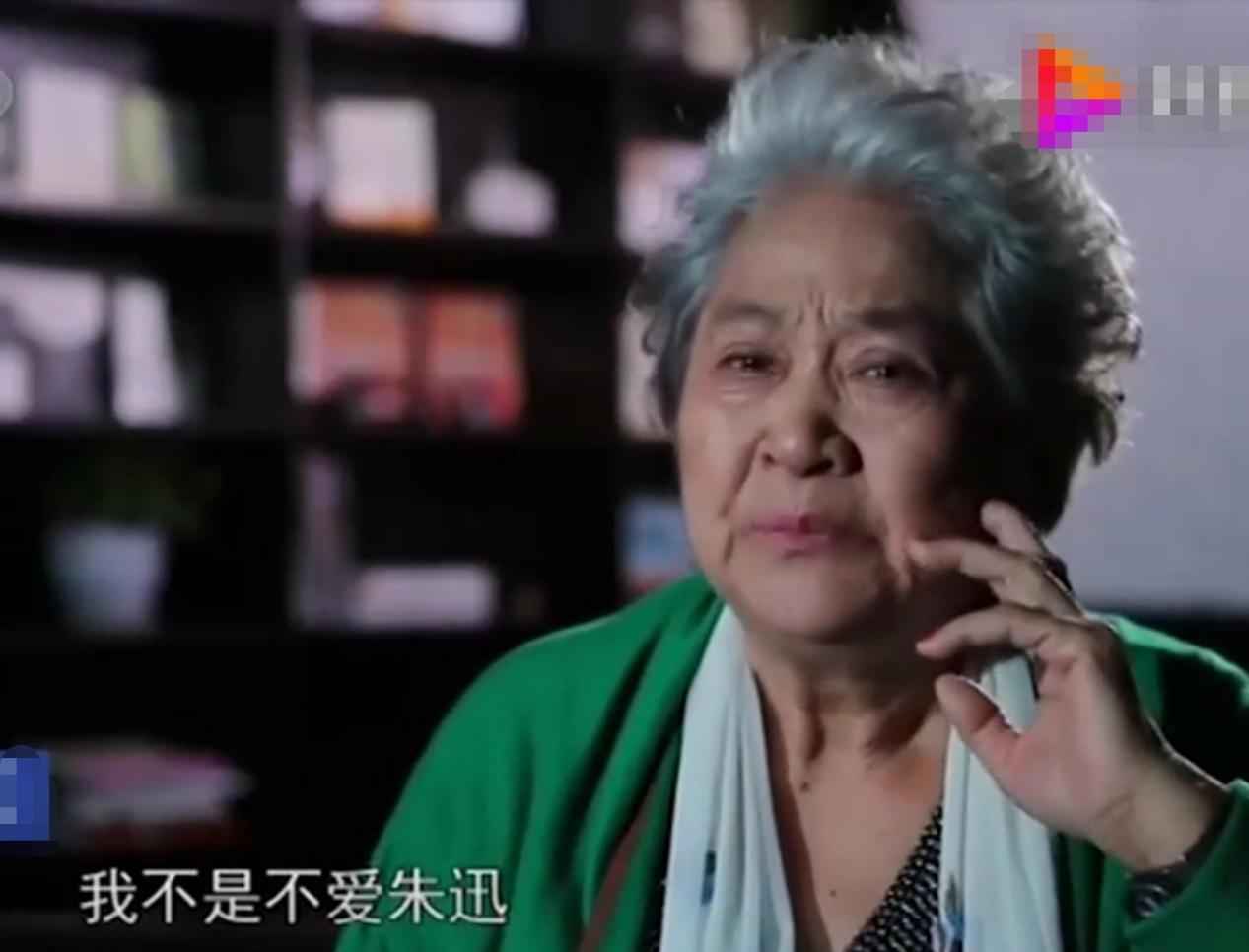 朱迅崩溃哭喊妈妈回家吧,84岁母亲国外独居多年,母女心结难解