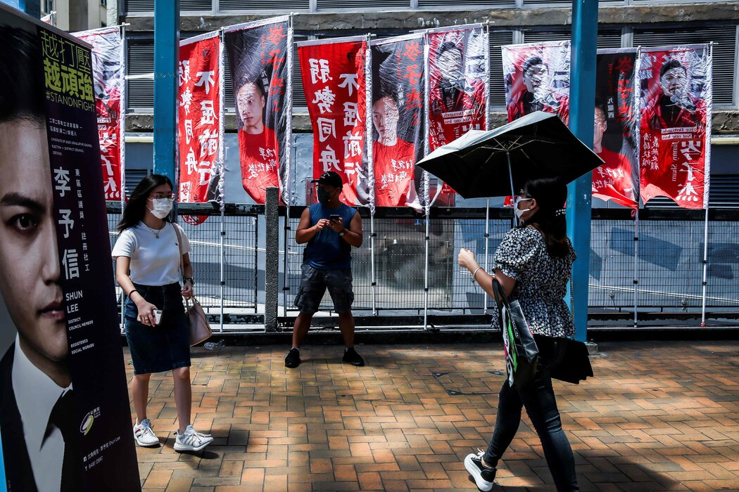 去年7月香港民主派为立法会候选人举行非正式初选期间打出的竞选旗帜。