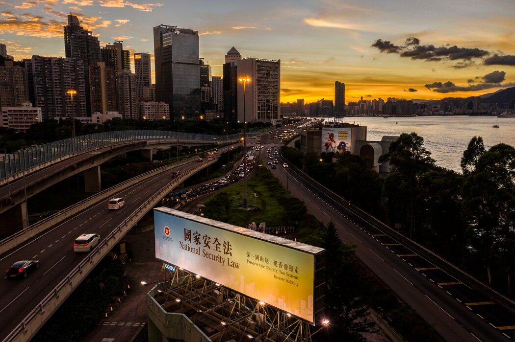 香港去年6月一个宣传国家安全法的广告牌。