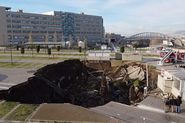 一声巨响 医院停车场惊现巨大天坑