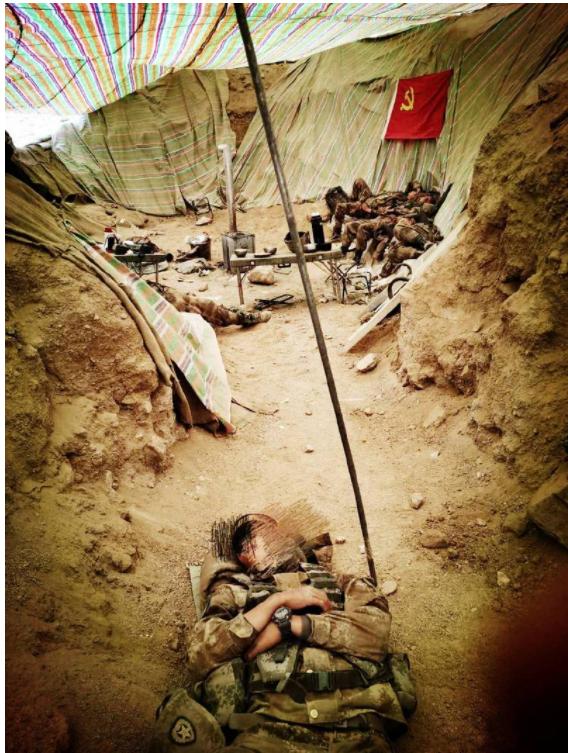 """笑印军营地简陋 解放军""""土坑""""曝光 中国网友崩溃"""