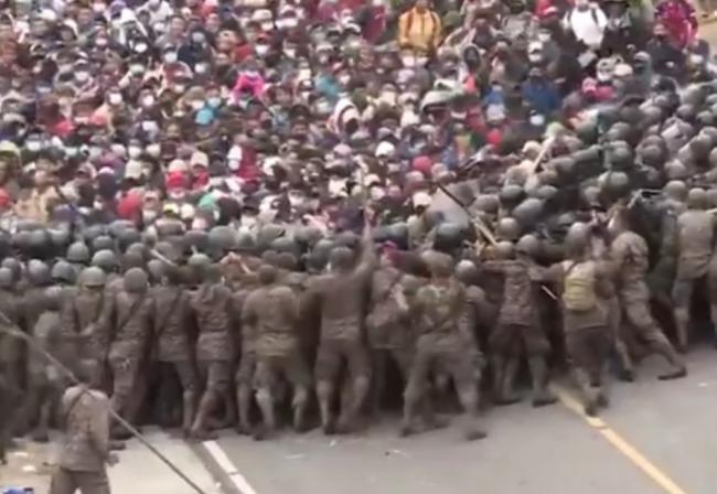 大批赴美难民涌入 与军队爆流血冲突  场面混乱