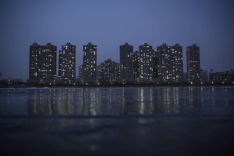 中國民眾還不起在燕郊的購屋房貸,公告送房希望將房屋脫手。燕郊房屋示意圖。(歐新社檔案照)