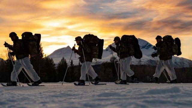 英国皇家海军陆战队接受寒冷天气训练