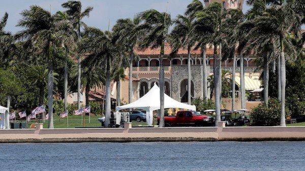 川普在佛州棕榈滩的海湖庄园度假村(图片来源:AP)