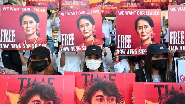 缅甸民众示威抗议军方政变-2.jpg