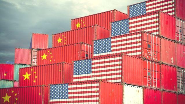 印有中国与美国国旗图案的集装箱